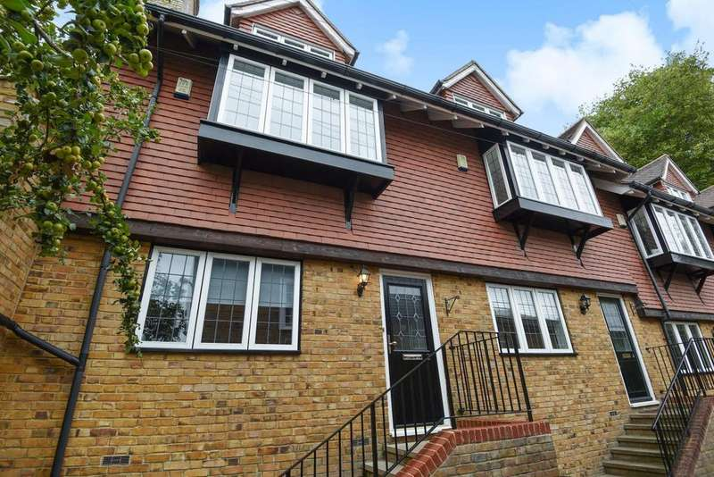 3 Bedrooms Terraced House for sale in Eugenie Mews, Chislehurst, BR7