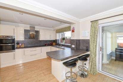 4 Bedrooms Detached House for sale in Glendue Close, Nunthorpe, Middlesbrough