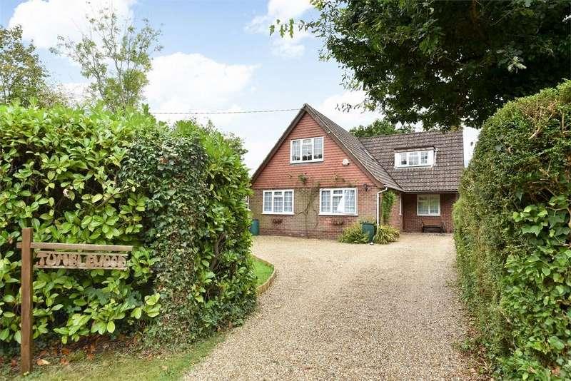 4 Bedrooms Detached House for sale in Ash Green, Aldershot, Hampshire