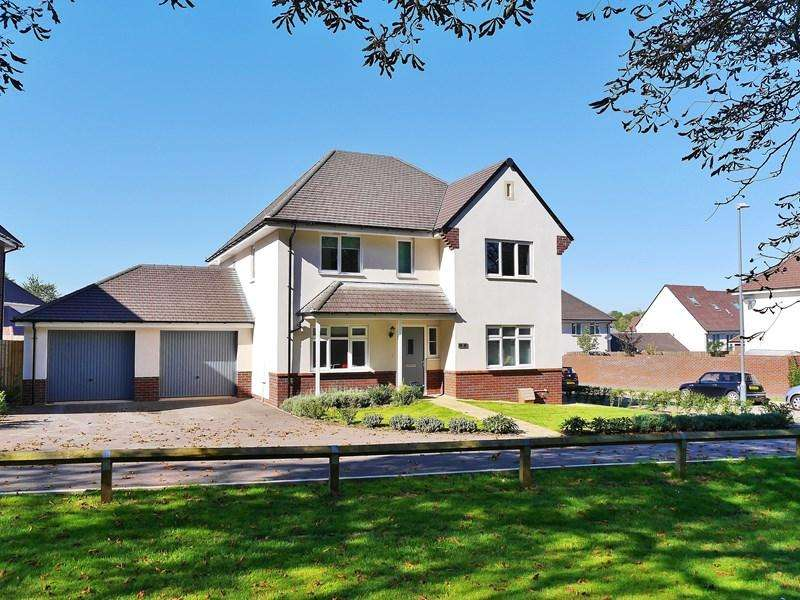 4 Bedrooms Detached House for sale in Claudius Road, Keynsham, Bristol