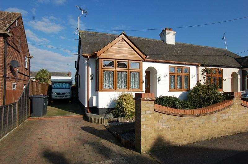 2 Bedrooms Semi Detached Bungalow for sale in Station Avenue, Rayleigh