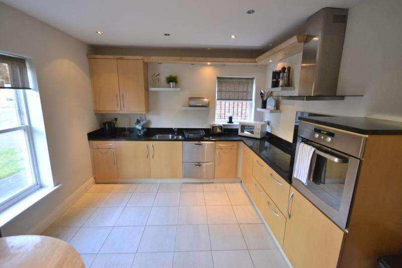 3 Bedrooms Detached House for rent in Jesmond Park Mews, Jesmond, Newcastle Upon Tyne, NE7