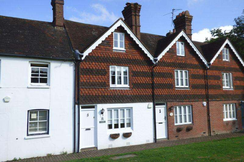 3 Bedrooms Cottage House for sale in The Green, Newick