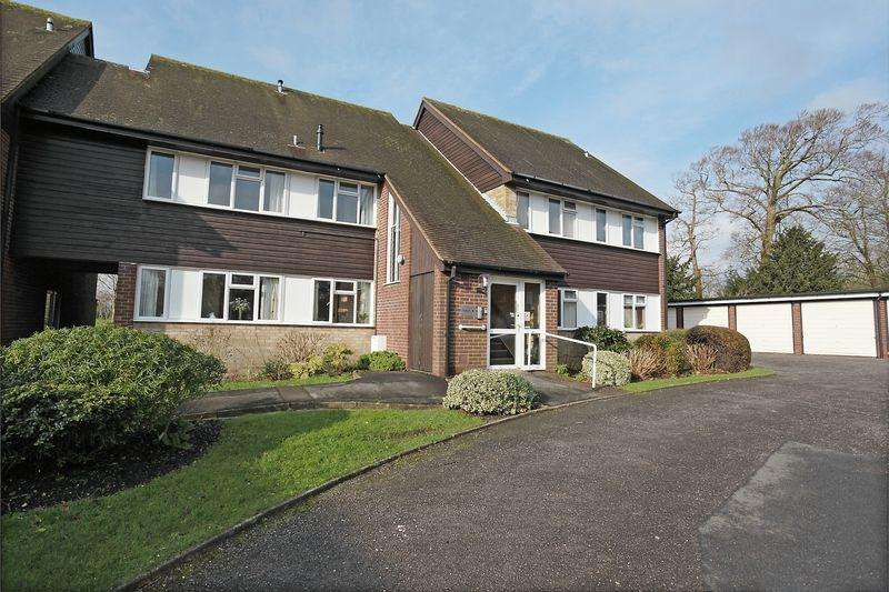 2 Bedrooms Apartment Flat for sale in Vicarage Close, Ringmer, East Sussex