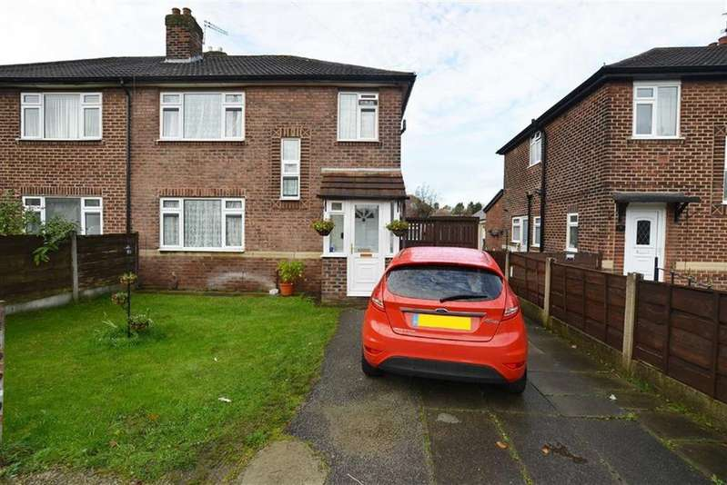 4 Bedrooms Semi Detached House for sale in Leyburn Avenue, Urmston, Manchester