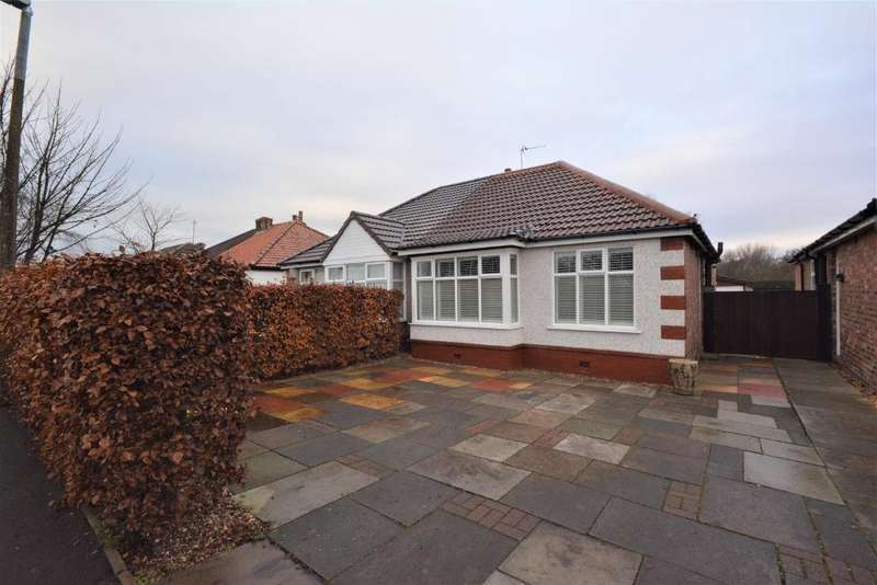 2 Bedrooms Bungalow for sale in Moss Road, Birkdale, Southport, PR8 4JA