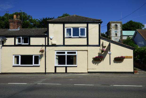 3 Bedrooms End Of Terrace House for sale in Station Road, Legbourne, Louth, LN11