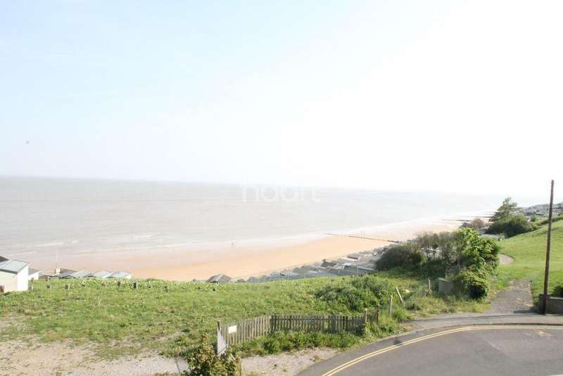 5 Bedrooms Terraced House for sale in The Parade, Walton On Naze