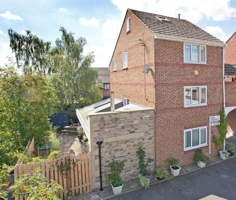 4 Bedrooms Link Detached House for sale in Derwent Court, Silsden
