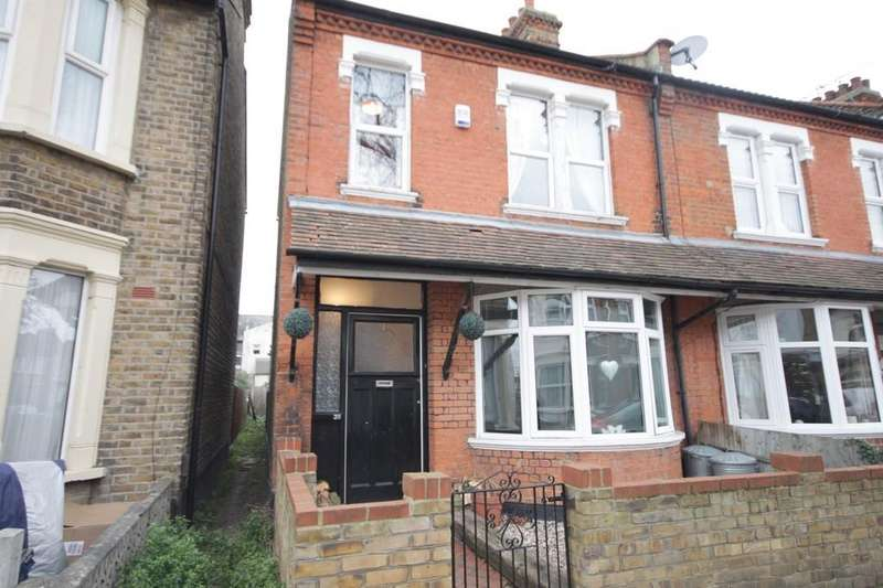 3 Bedrooms End Of Terrace House for sale in Oban Road, Southend-on-Sea
