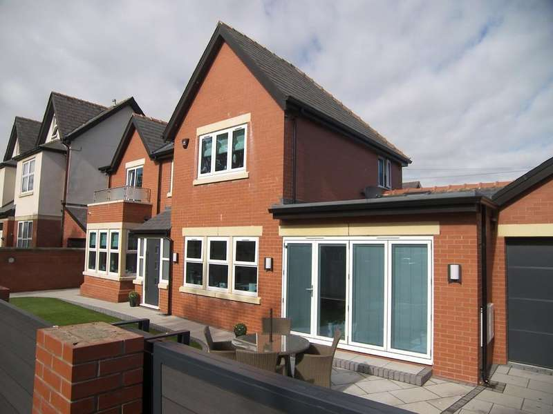 3 Bedrooms Link Detached House for sale in Oxford Road, Ansdell