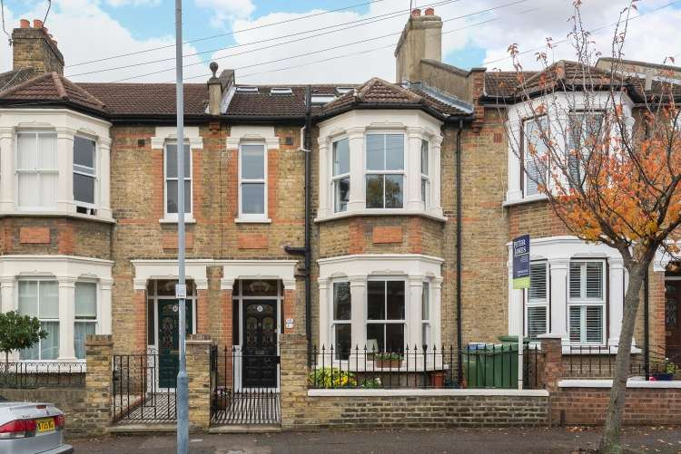 4 Bedrooms Terraced House for sale in Eversley Road Charlton SE7