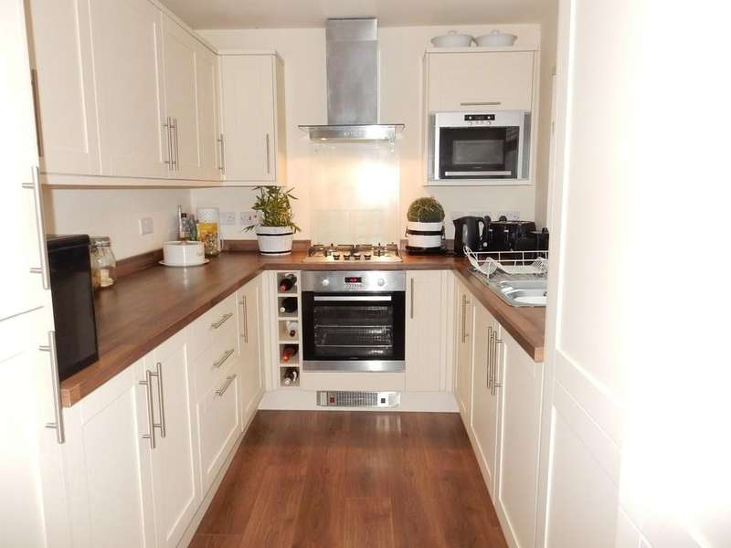 3 Bedrooms Terraced House for sale in Gladstone Street, Workington