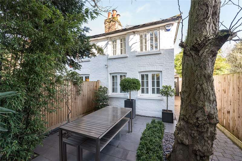 2 Bedrooms Semi Detached House for sale in South Road, Twickenham, TW2