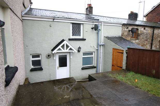 3 Bedrooms Terraced House for sale in St Lukes Road, Pontnewynydd, PONTYPOOL