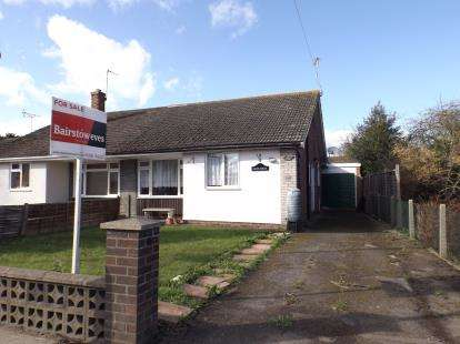 3 Bedrooms Bungalow for sale in Mile End, Colchester, Essex