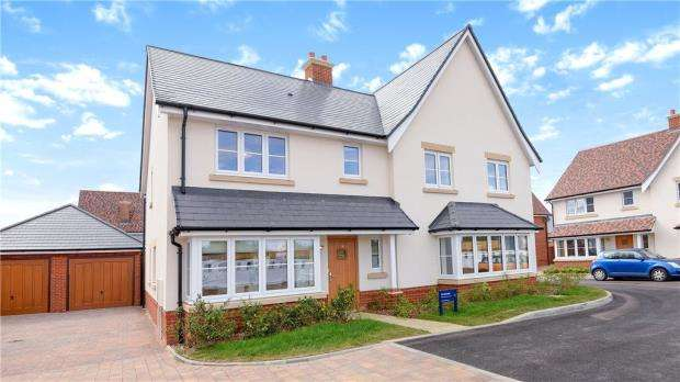 3 Bedrooms Link Detached House for sale in Warren House Road, Wokingham, Berkshire