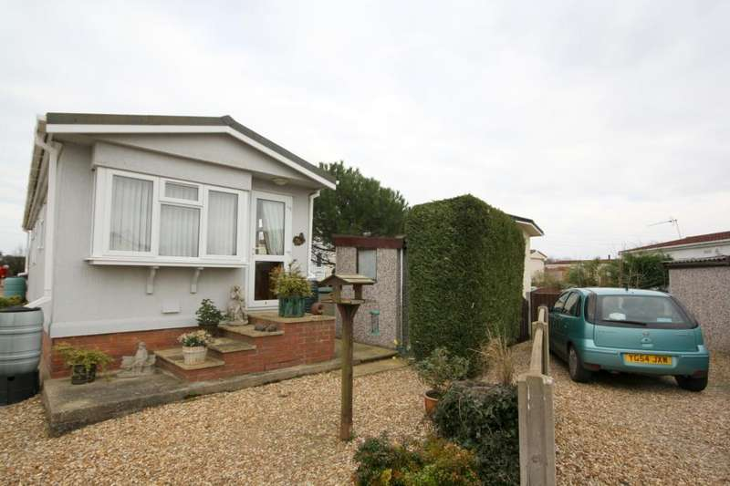 2 Bedrooms Detached Bungalow for sale in Braemar Residential Park, Kirkby Green, Lincoln, Lincolnshire, LN4