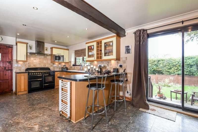 4 Bedrooms Detached House for sale in PARKLAND DRIVE, TADCASTER, LS24 8DW