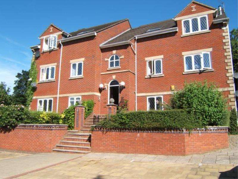 2 Bedrooms Flat for rent in HIGHTHORNE COURT, SHADWELL LANE, MOORTOWN, LEEDS, LS17 8NW