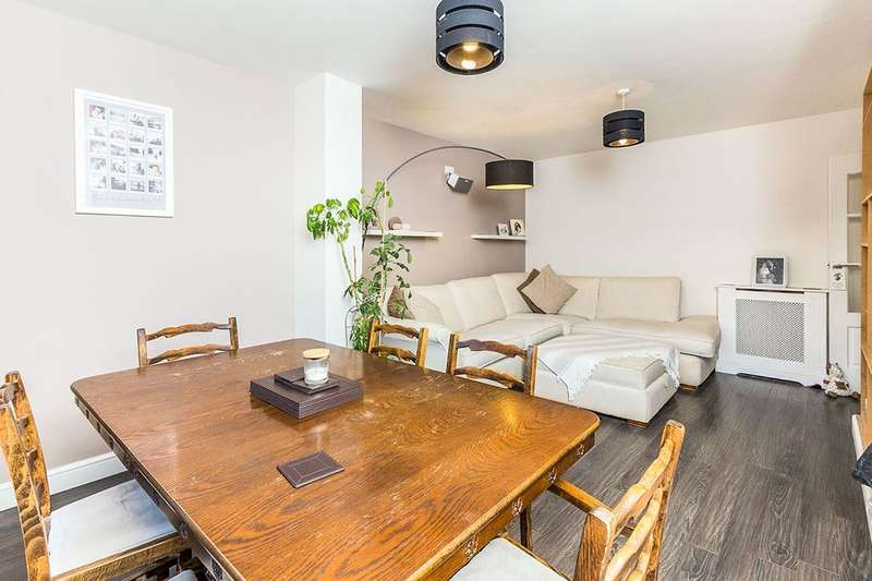 3 Bedrooms Semi Detached House for sale in Wickham Street, Welling, DA16