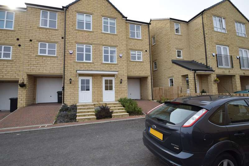 3 Bedrooms Town House for sale in Hawthorn Close, Keighley