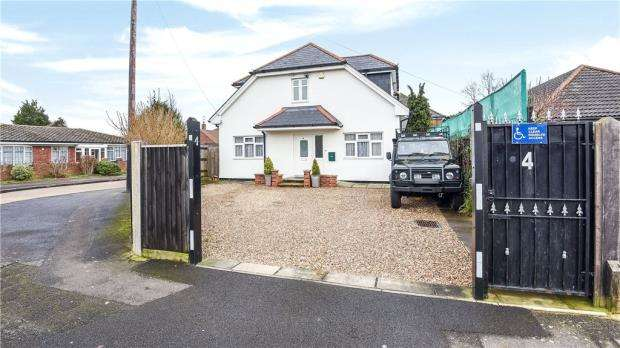 5 Bedrooms Detached House for sale in Alexandra Road, Ashford, Surrey