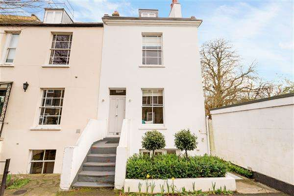 3 Bedrooms House for sale in Eton Grove, London