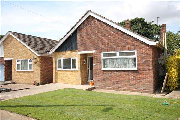 3 Bedrooms Bungalow for sale in Hazelwood Crescent, Little Clacton