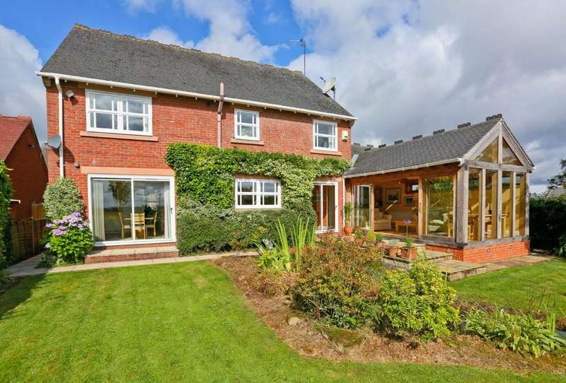 5 Bedrooms Detached House for sale in Silcoates Court, Wakefield