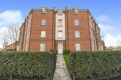 2 Bedrooms Flat for sale in Kiveton Walk, Battersby Lane, Warrington, Cheshire