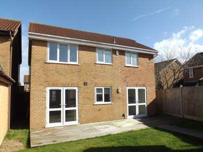 4 Bedrooms Detached House for sale in Castledene, Bournemouth, Dorset