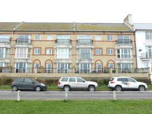 2 Bedrooms Flat for sale in The Saltings Apartments, The Saltings, New Romney, Kent