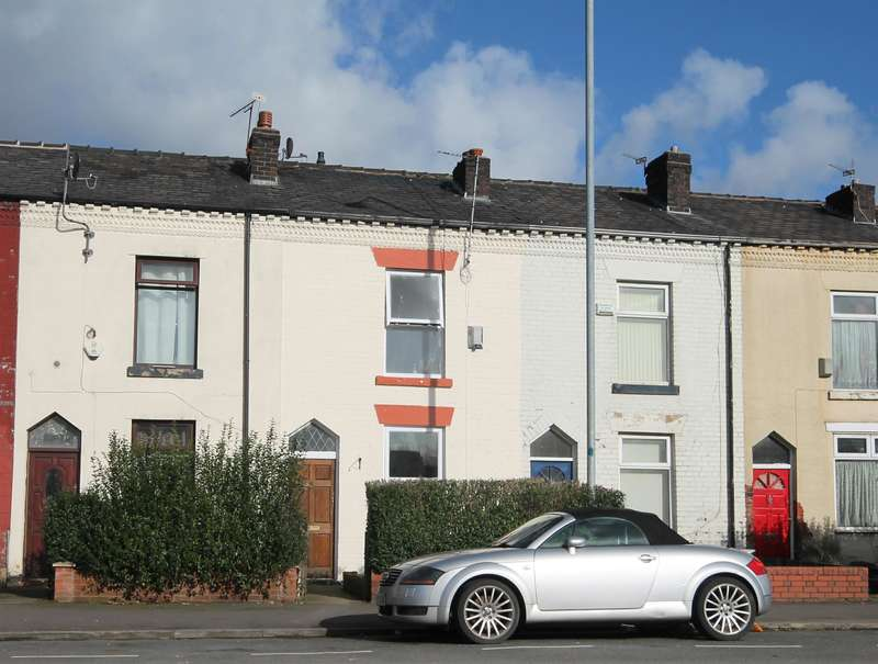 2 Bedrooms Terraced House for sale in Crescent Road, Great Lever, Bolton, BL3 2JP