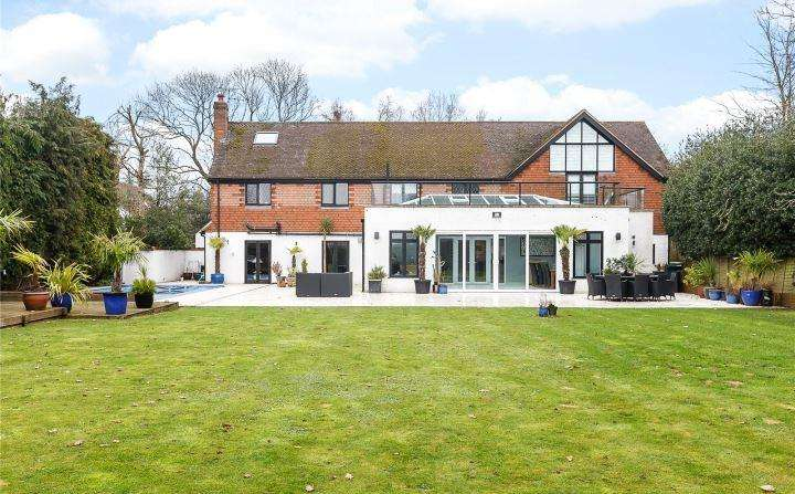 5 Bedrooms Detached House for sale in Whelpley Hill, Chesham, Buckinghamshire, HP5