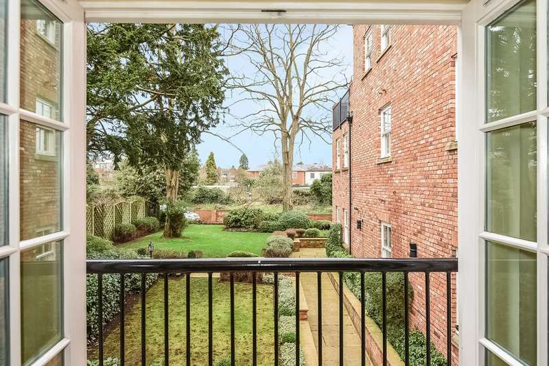 3 Bedrooms Apartment Flat for sale in Oliver's Lock, Payton Street, Stratford