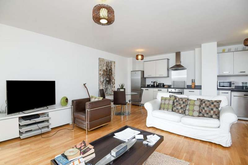 2 Bedrooms Flat for sale in Golden Mile House, Great West Road, Brentford, TW8