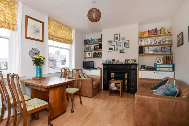 2 Bedrooms Flat for sale in Garratt Lane, Earlsfield, SW18