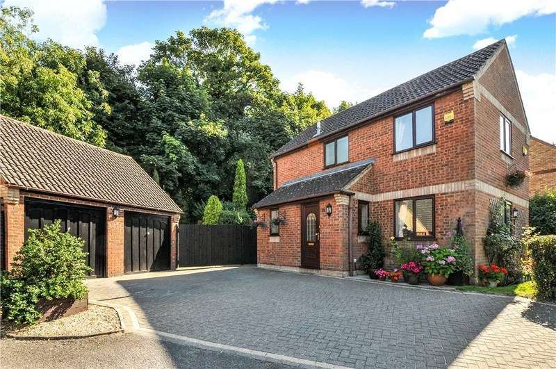 4 Bedrooms Detached House for sale in Chipperfield Close, New Bradwell, Milton Keynes, Buckinghamshire