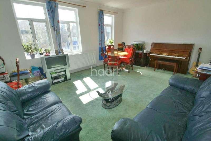 3 Bedrooms Flat for sale in Hamlet Court Road