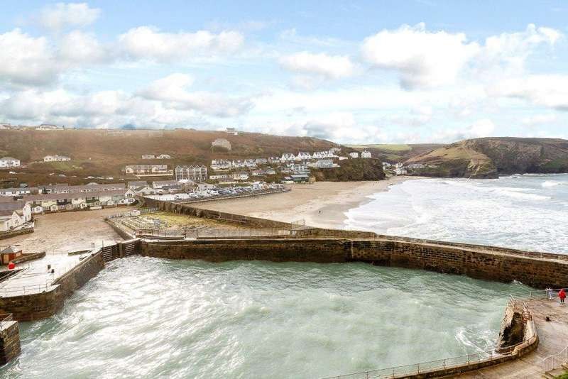 3 Bedrooms Terraced House for sale in Chynance, Portreath, Redruth, Cornwall, TR16