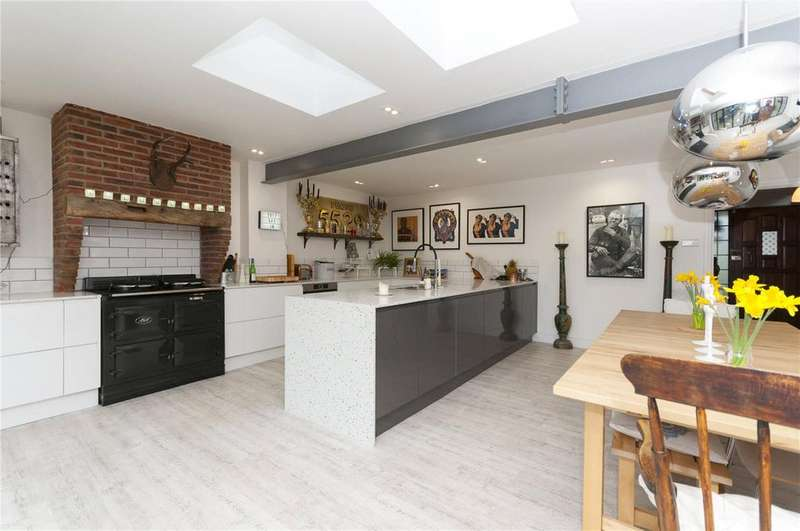 4 Bedrooms Detached House for sale in Ash Close, Findon, Worthing, BN14