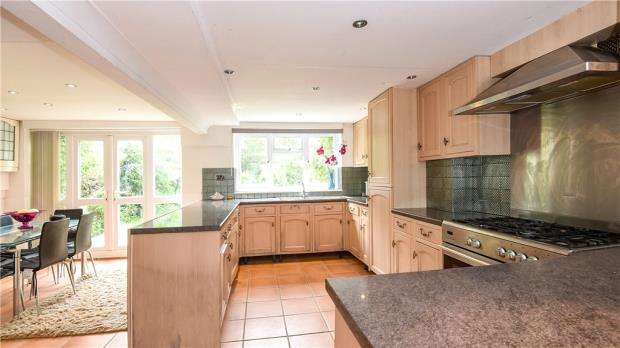 2 Bedrooms Detached House for sale in River Gardens, Purley on Thames, Reading
