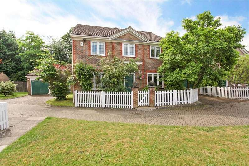 4 Bedrooms Detached House for sale in Rowan Green, Weybridge, Surrey, KT13
