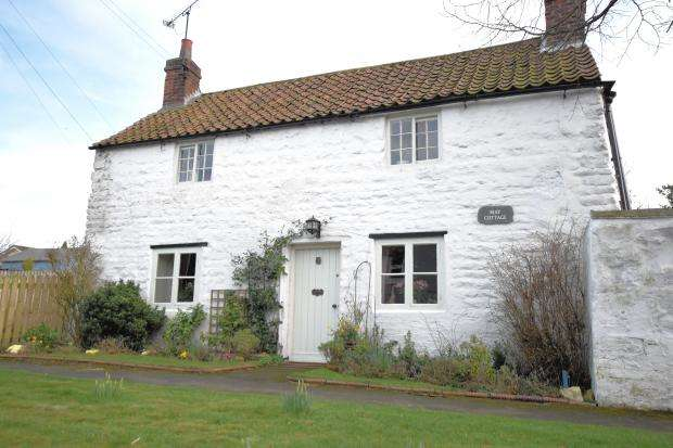2 Bedrooms Cottage House for sale in Main Street, Staxton, Scarborough, North Yorkshire YO12 4RZ