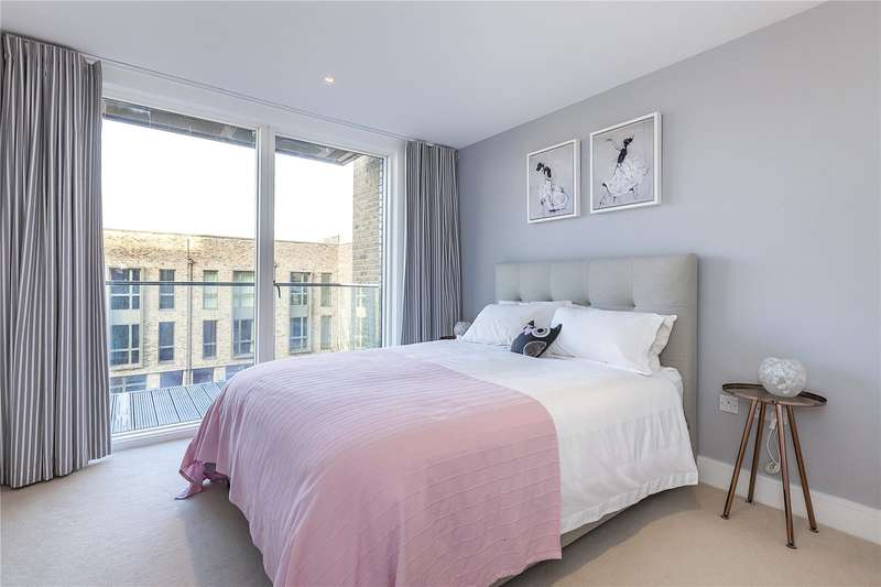 3 Bedrooms Flat for sale in Wallace Court, Tizzard Grove, London, SE3
