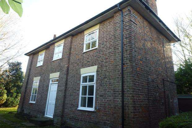 4 Bedrooms Detached House for sale in South Brink, Wisbech, PE14