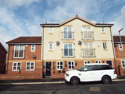 4 Bedrooms Terraced House for sale in Falls Green Avenue, Manchester, Greater Manchester