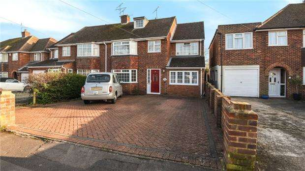 5 Bedrooms Semi Detached House for sale in Glendevon Road, Woodley, Reading