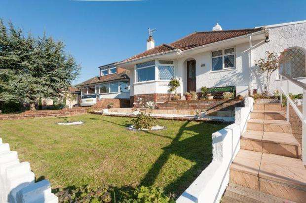 2 Bedrooms Bungalow for sale in Hangleton Close, Hove, BN3 8LT